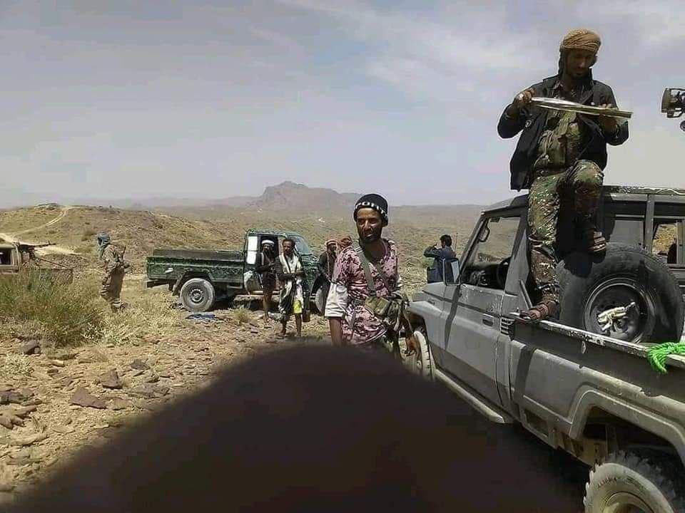أقطقم حوثية غنمها رجال الجيش والقبائل في جبهة رحبة الشهر الماضي